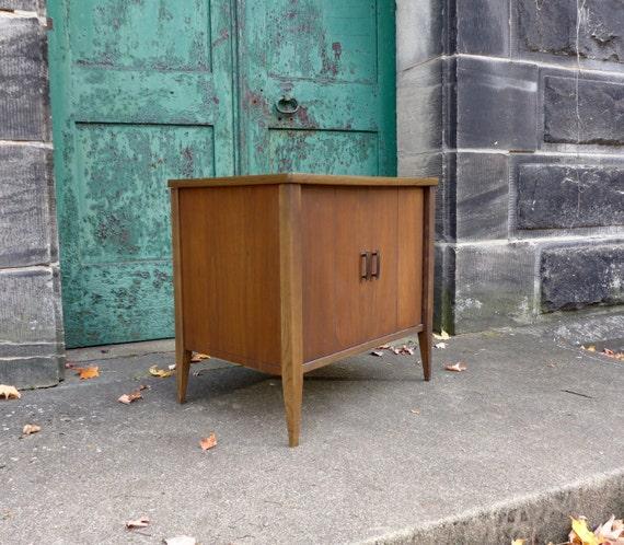 mid century modern walnut cabinetdanish modern media. Black Bedroom Furniture Sets. Home Design Ideas