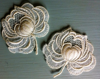 Vintage White Flower Applique - Set of 2