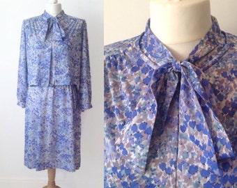 Vintage 70s Pussy Bow Blue Dress Suit, Flower Suit, 70s Suit, Blue Dress, 2 Piece Suit, Retro Blue Suit, Plus Size, Size 18 20,