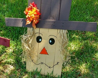 Reclaimed Pallet Scarecrows