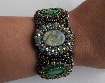 Bracelet with labradorite and cat's eye