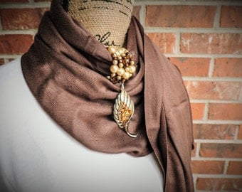 Gold vintage leaf broch scarf wrap