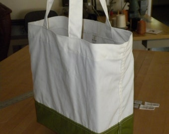 Green and White Market Tote