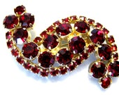Vintage jewelry large garnet color red rhinestone paisley brooch pin