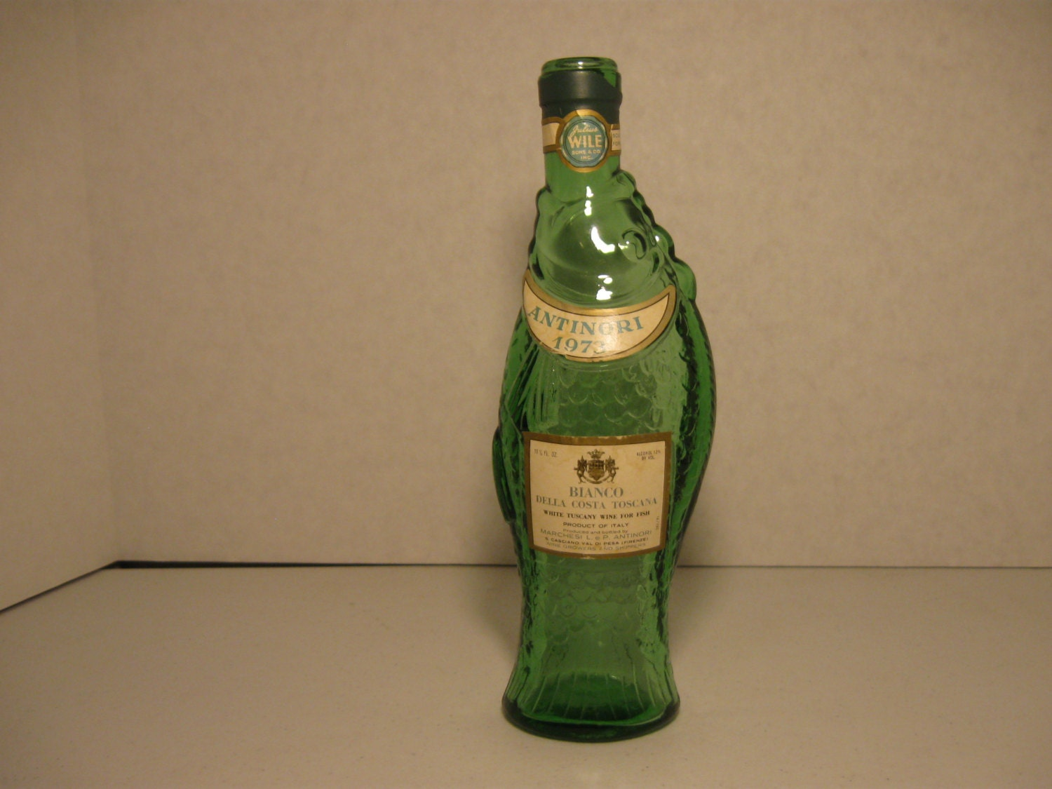 Vintage glass fish bottle antinori 1973 wine bottle green for Fish wine bottle