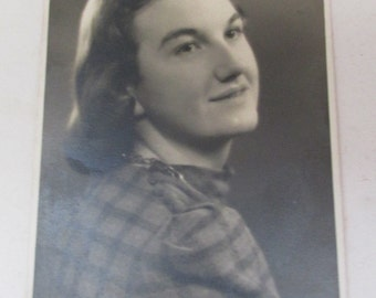 Small Vintage 1940s Black and White Portrait Photograph - Your Loving Daughter Doreen