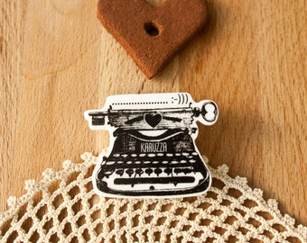 Typewriter Brooch,Writers Accessories,original gift,Gatsby's typewriter,gift For Her,gift For him,Unique brooch,Plastic Brooch,writer gift