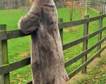 Womens vintage 1960's faux fur coat. UK size 16-18