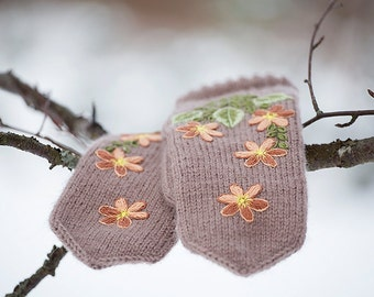 FREE SHIPPING Beige mittens with  embroidered  flowers- winter gloves-warm mittens- embroidered mittens