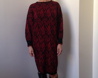 90s Vtg Red and Black Paisley Sweaterdress