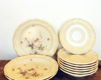 Large lot (10 pieces) of Country Charm Berry Vale dishes by Mikasa - perfect for a farm kitchen or as a retro addition to a breakfast set!