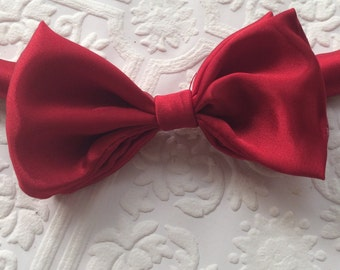 Christmas baby bow tie, Christmas bow tie, red bow tie, red satin bow tie, baby bow tie, red baby bow tie, red toddler bow tie, holiday bow