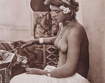 Lehnert and Landrock Photo, young North African women with flowers, 1900s