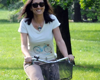 """T-shirt """"Milan likes bikes"""" organic cotton white v-neck for women and girls, illustrated by Milan Icons, screen printing"""