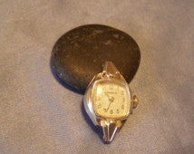 Ladies BULOVA Caravelle Watch - 17 jewel model N4 1947 - Movement & Case Only No Band - Running/Working need Adjust/Clean/Lubricate/Service