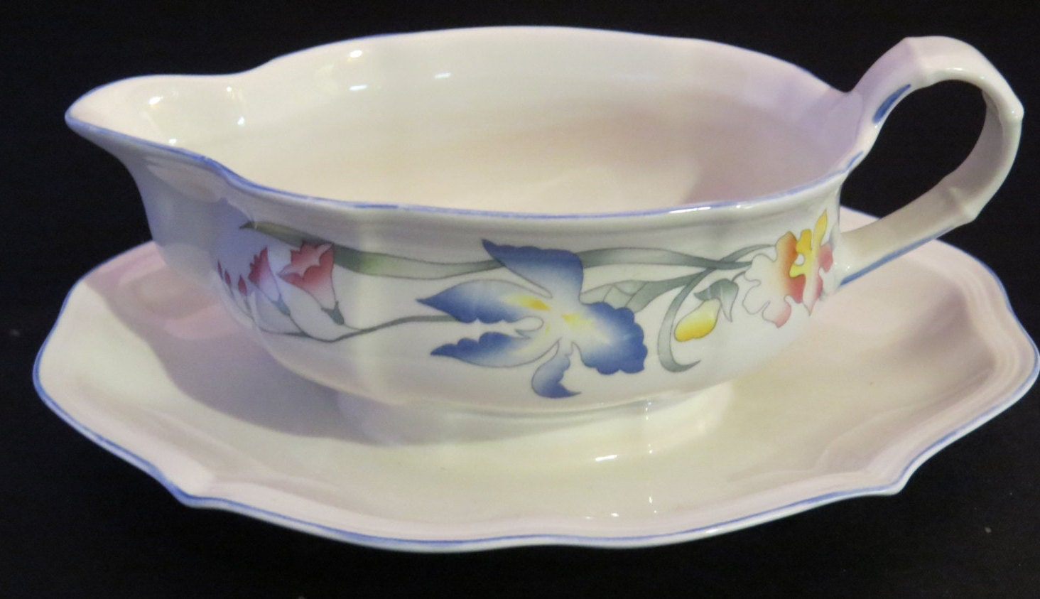 villeroy boch luxembourg germany riviera gravy boat with. Black Bedroom Furniture Sets. Home Design Ideas