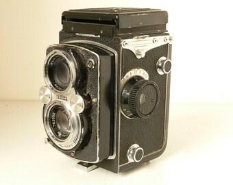Yashica-MAT 124 6×6 TLR (Twin-Lens Reflex) Rolliflex Type Camera - 1960's