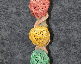 Parrot toy - vine ball traffic light