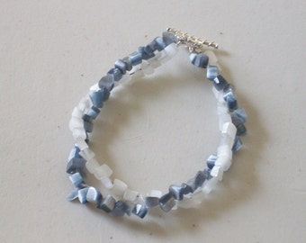 White and gray beaded twisted bracelet