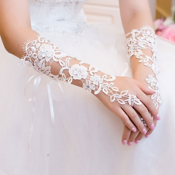 White Fingerless Gloves, Wedding Gloves, Costume Gloves, Cosplay Gloves, Wedding Accessories, One Size Fits All, Lace Gloves, Lace Clothing