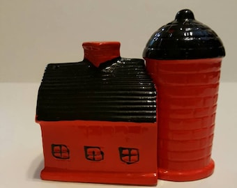 Red Barn and Silo Vintage Salt and Pepper Shakers Japan