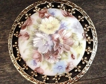 vintage 1980s gold and cream floral brooch, round brooch, 1980s jewelry, fashion, retro brooch, gold brooch, flowers, floral jewelry, gifts