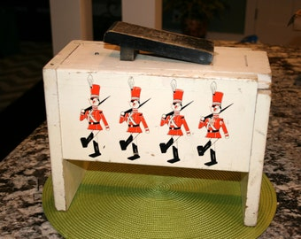 1961 Shoe Shine Box//Walt Disney Productions Toy Soldier Babes in Toyland//Vintage Shoe Shine Box