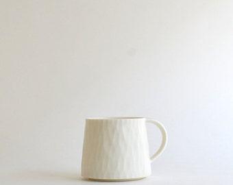 Mug Cup (White) / Chikako Kuwata (15005602W)