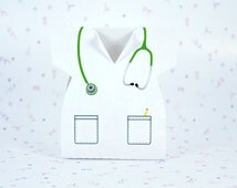 Doctor/nurse white shirt with green stethoscope favor box