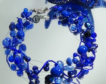 Wired necklace in stunning sapphire blue.