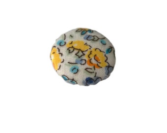 Yellow and White Roses Floral Flowers Fabric Covered Metal Buttons 22mm