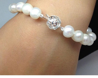 Freshwater pearls hand knotted silk with a serling selver clasp