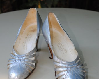 Evening shoes 1930s /silver leather/ size 5 (US) 3.5 (UK)