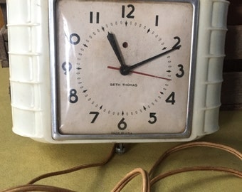 Vintage Seth Thomas Art Deco Bakelite Kitchen Wall Clock