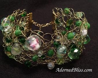 Green Wire Crochet Cuff Bracelet / Crochet Bracelet / Women's Gift Ideas / Beaded Bracelet / Jewelry / Crystal Bracelet / Wire Crochet