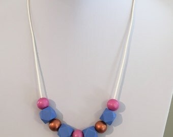 Cute, hand-painted short beaded necklace in blue, pink and bronze