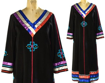 Indian Cotton Caftan with Embroidery & Ribbons / Vintage 1960s Bohemian Art to Wear / Ethnic / Folk / Peasant / Hippie / Maxi Length Tunic