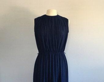 Vintage 1970s navy blue pleated dress / short navy blue desss