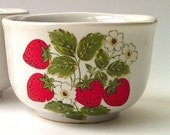 3 McCoy Custard Cups - Strawberry Country - Ramekins - White Red Green Fruit Design - Serving Cooking Dishes Set - Kitchen Decor Dinnerware