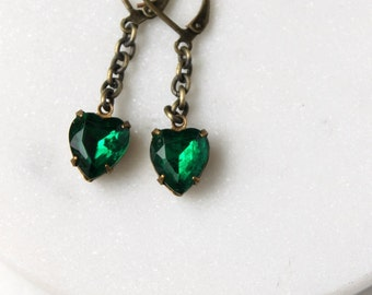 Emerald Green Earrings / Green Heart Earrings / May Birthstone Earrings / Vintage Rhinestone Earrings / Christmas Earrings for Her
