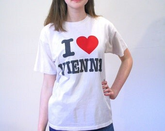 80s I Love Vienna T-shirt, I Heart Vienna Tee, Vintage Travel T-Shirt, AUSTRIA T-Shirt, Tourist Tee, Size S Small