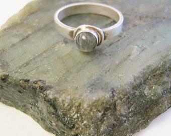 Labradorite Ring, gemstone rings, stone of destiny, gemstone jewelry, wedding, symbolic jewelry