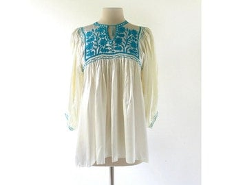 Embroidered Peasant Blouse / Flores Azules / Satin Top / 1970s Blouse / Medium M