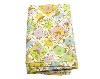 "37"" x 57"" Vintage Remnant Piece of Silky Smooth Leftover Mystery Blend Fabric - Pastel Floral Tiled Lattice Print"
