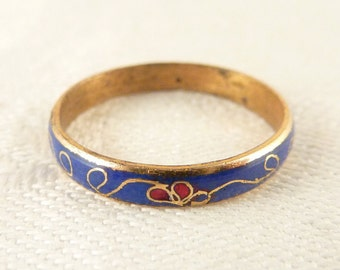 Size 8.25 Vintage Blue Cloissone Brass Scrolling Floral Pattern Band Ring