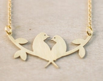 Bird in love necklace. Woodland Necklace. Bird Necklace in brass. Simple birds necklace. Love necklace.