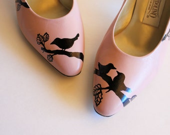 Vintage soft pink heels with hand painted birds on branches / wedding shoes / vintage wedding shoes / prom shoes / vintage prom shoes / pink