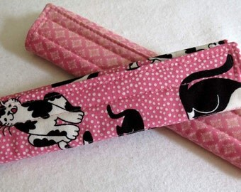 One (1) Padded Seat Belt Cover, Reversible, Pink, Black Cats