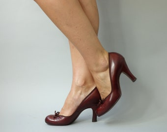 Miller heels | Burgundy brown bow pumps | 1940's by cubevintage
