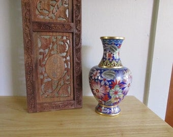 """Beautiful Vintage 8 1/4"""" Chinese/Japanese CLOISONNE VASE Peacock Blue with Flowers, Leaves, and Ornate Designs ~ Asian Decor ~ Enamel Vase ~"""